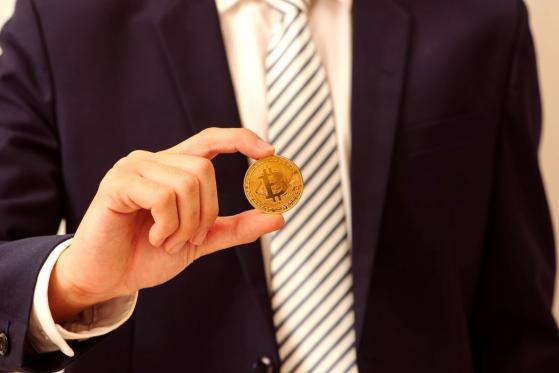 Crypto Expert Bets $6.3M on Bitcoin Beating Warren Buffet's Berkshire Hathaway