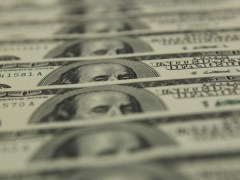Dollar in tight range ahead of U.S. services sector data By Reuters