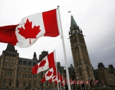Canadian Dollar Falls After Bank of Canada Leaves Rates Unchanged By Investing.com
