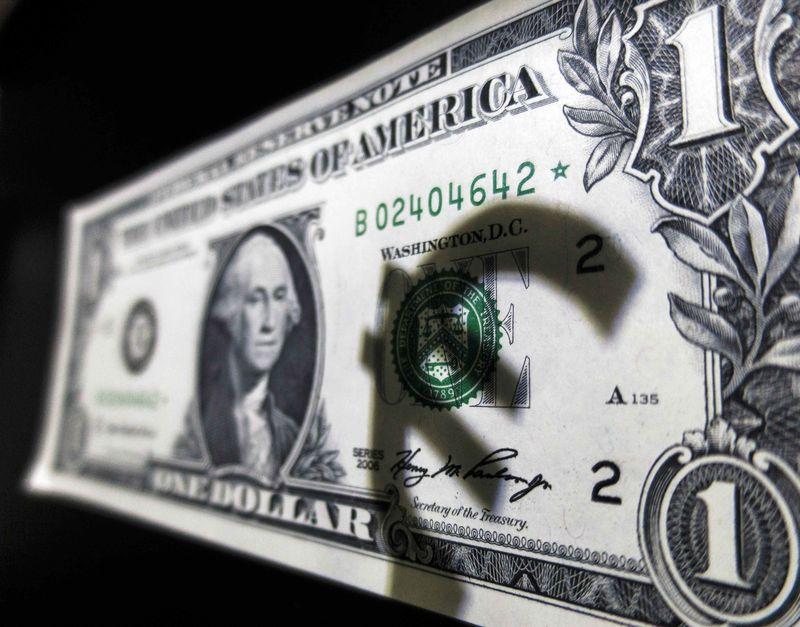 © Reuters. Forex - EUR/USD turun pada akhir sesi AS