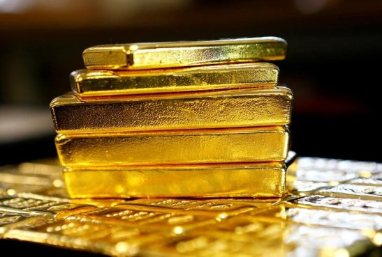 © Reuters. Gold prices slipped while the dollar gained on Thursday