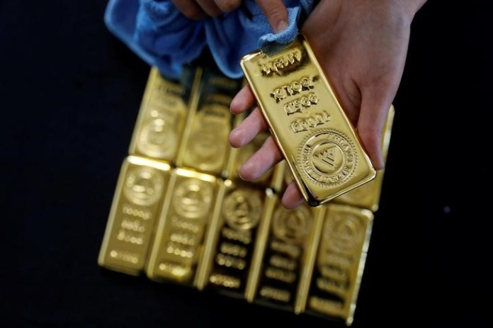 © Reuters. Bearism momentum in gold looks set to continue