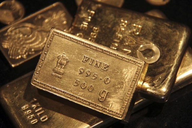 © Reuters. PRECIOUS-Gold prices gain as dollar loses ground after weak U.S. data