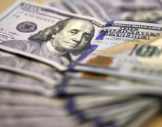 Dollar Dips as Trade Talk Developments Awaited By Investing.com