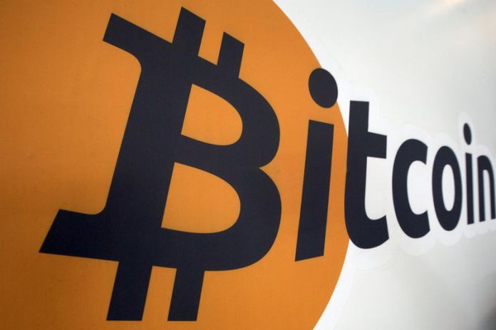 © Reuters. Xapo, itBit win U.S. regulator nod for virtual currency services