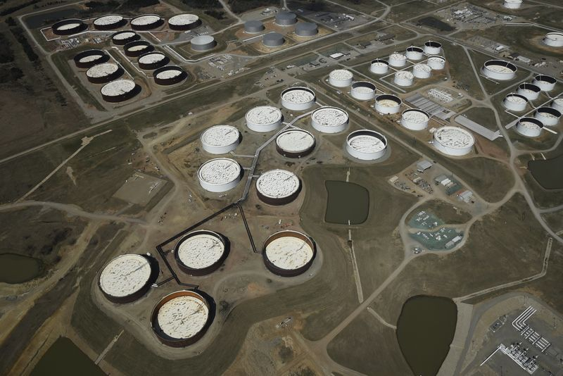© Reuters.  Oil Agencies: IEAStands Alone in Seeing Stockpiles Grow in 2019