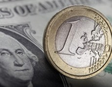 Euro Slumps Against the Dollar; Weak Eurozone Growth By Investing.com