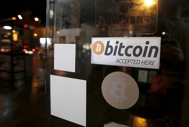 © Reuters.  Il Bitcoin crolla del 20%