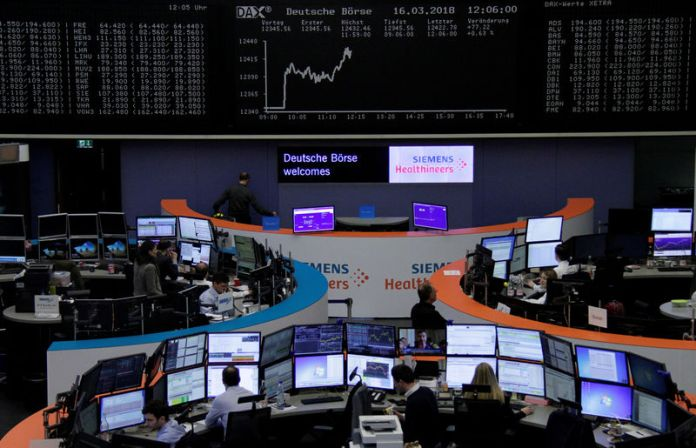 © Reuters. Stocks, commodities regain footing after slump
