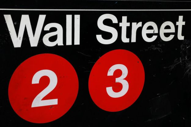 © Reuters. U.S. stocks lower at close of trade; Dow Jones Industrial Average down 2.24%