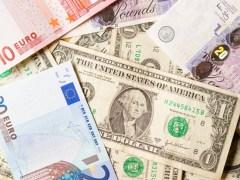 Dollar Slips Back on Stimulus Hopes; Euro Gains Slightly By Investing.com