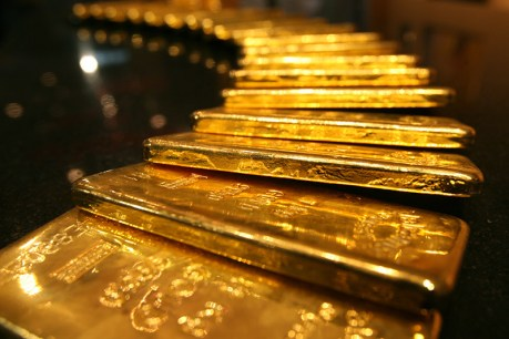 Gold prices gained while the U.S. dollar remained unchanged