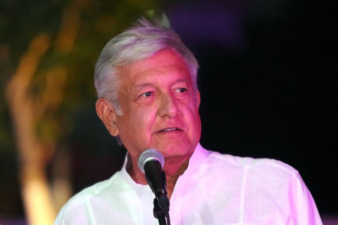 © Reuters. FILE PHOTO: Leftist front-runner Andres Manuel Lopez Obrador of the National Regeneration Movement (MORENA) delivers a message after arriving at the third and final debate in Merida