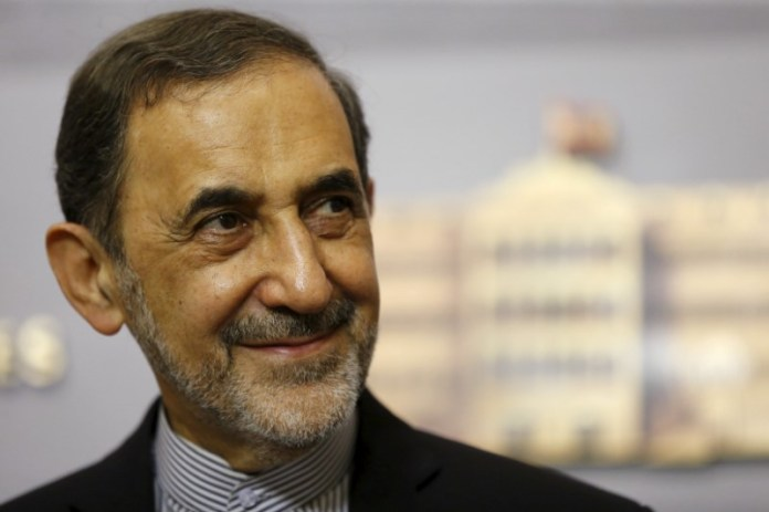© Reuters. FILE PHOTO: Ali Akbar Velayati smiles as he listens to questions from the media during a news conference in Beirut