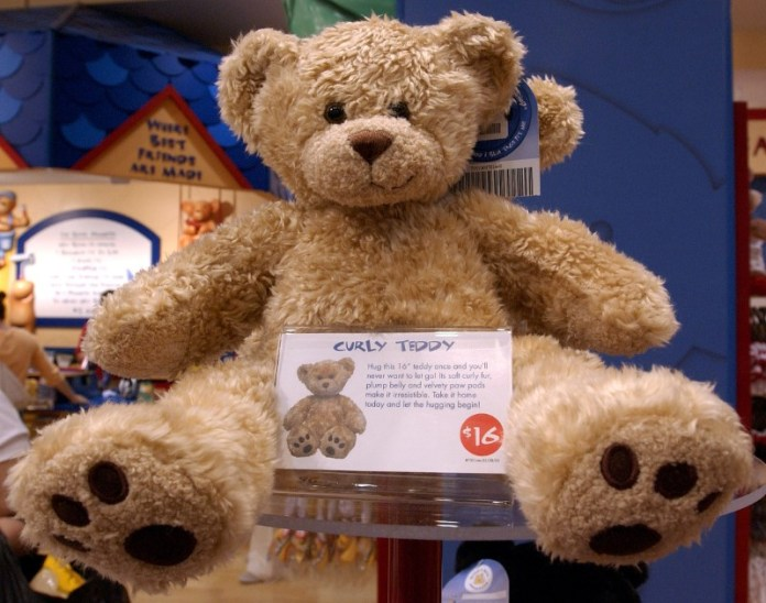© Reuters. Sample bear at the new Build-A-Bear store on 5th Avenue in New York.