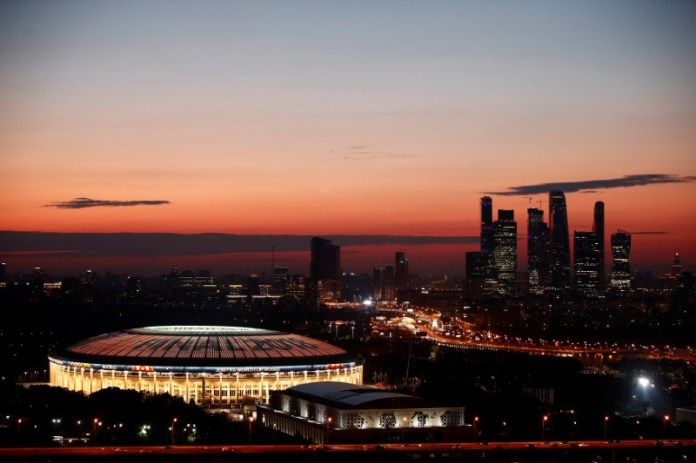 © Reuters. The Luzhniki stadium and the skyscrapers of the Moscow International Business Centre are seen just after sunset