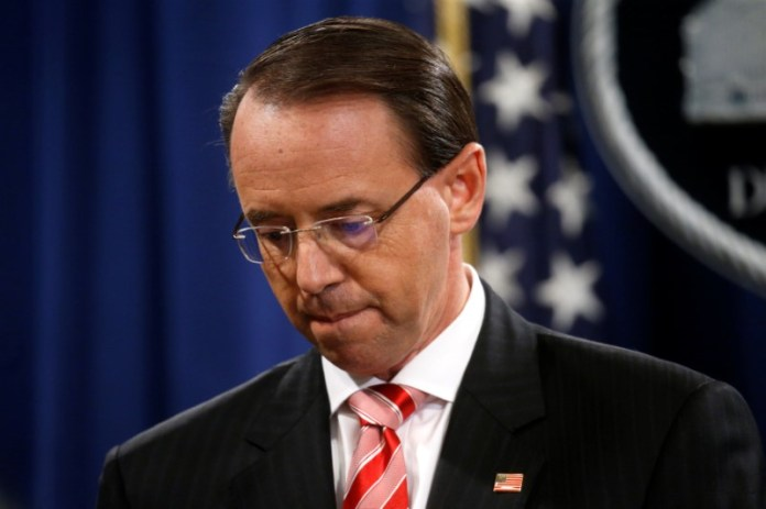 © Reuters. Deputy U.S. Attorney General Rosenstein holds news conference to announce indictments in special counsel Robert Mueller's Russia investigation at the Justice Department in Washington