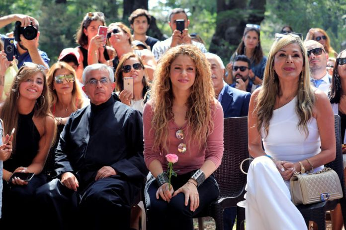 © Reuters. Colombian singer Shakira visits Tannourine Cedars Reserve, in Tannourine