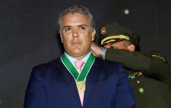 © Reuters. Colombia's President-elect Ivan Duque, is decorated with the