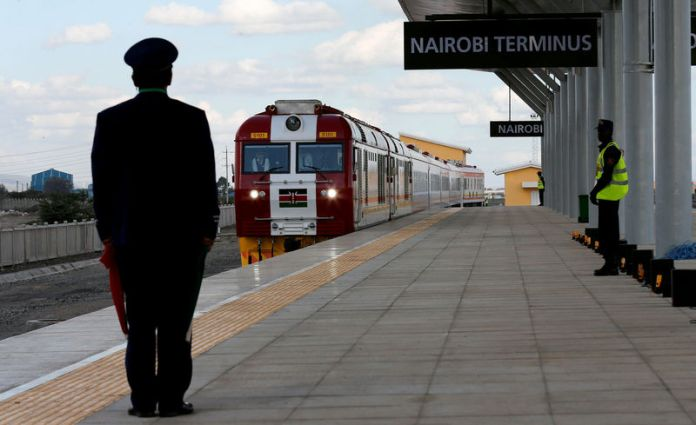 © Reuters. FILE PHOTO: Train arrives on the outskirts of Kenya's capital Nairobi