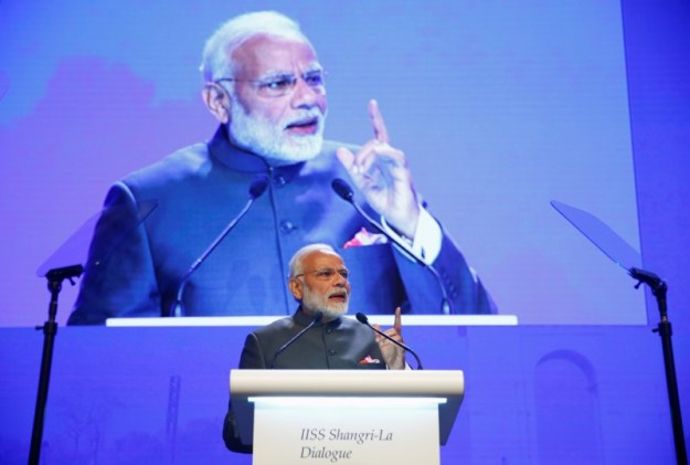 © Reuters. India's Prime Minister Narendra Modi delivers the keynote address at the IISS Shangri-la Dialogue in Singapore