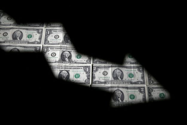 © Reuters. FILE PHOTO: Dollar banknotes are seen through printed stock graph in this illustration
