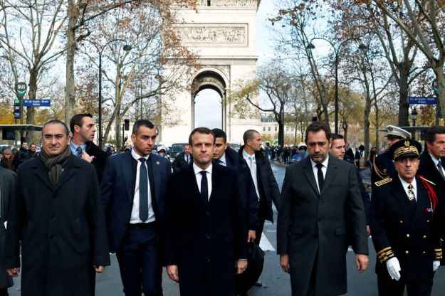 © Reuters. FILE PHOTO: French President Emmanuel Macron (centre) on a visit to the riot-battered neighbourhood around the Arc de Triomphe in Paris
