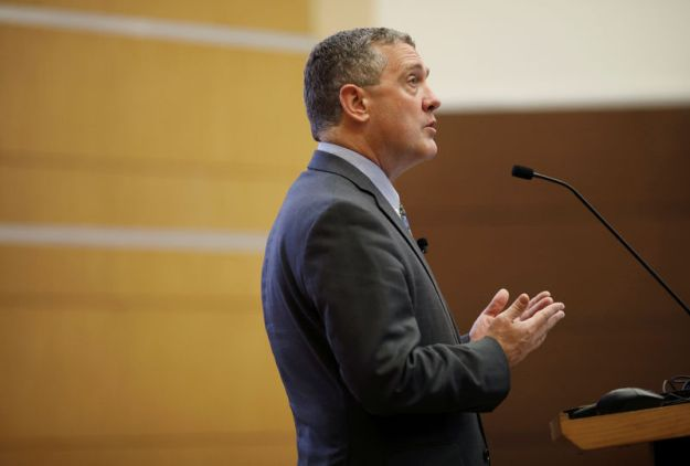 © Reuters. St. Louis Federal Reserve Bank President James Bullard speaks at a public lecture in Singapore