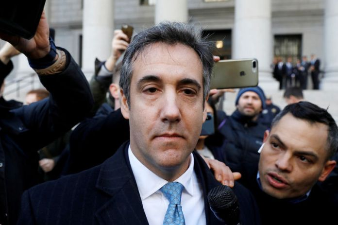 © Reuters. U.S. President Donald Trump's former lawyer Michael Cohen exits Federal Court after entering a guilty plea in Manhattan, New York City