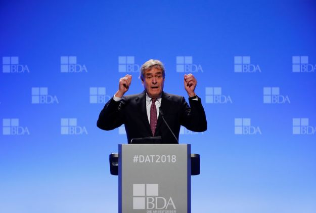 © Reuters. FILE PHOTO: IngoKramer, chairman of the Confederation of German Employers' Associations (BDA), delivers a speech during the German Employers' Day