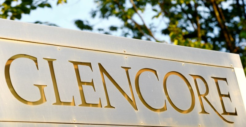 © Reuters. FILE PHOTO: The logo commodities trader Glencore is pictured in Baar