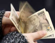 Yen rises, offshore yuan dips on caution over Sino-U.S. trade talks By Reuters