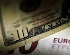 Sleeping giant awakens? Downside risks for euro grow By Reuters