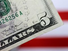 Dollar's rally sputters as investors eye more Fed cuts By Reuters