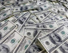 Dollar dips as investors brace for surge in jobless claims By Reuters