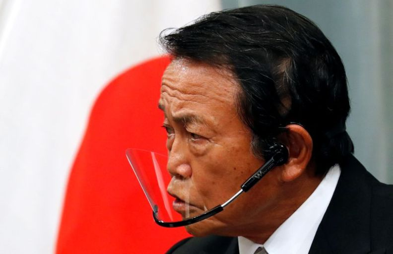 © Reuters. Japan's newly-appointed Finance Minister Taro Aso speaks at a news conference in Tokyo