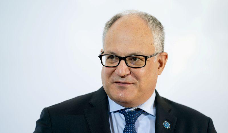 © Reuters. Il ministro delle finanze Roberto Gualtieri a Berlino