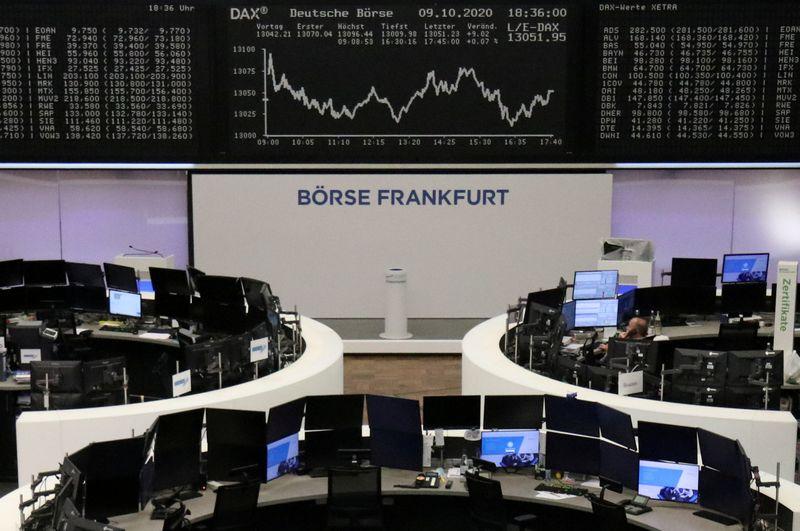 © Reuters. Panoramica della Borsa di Francoforte, 9 ottobre 2020