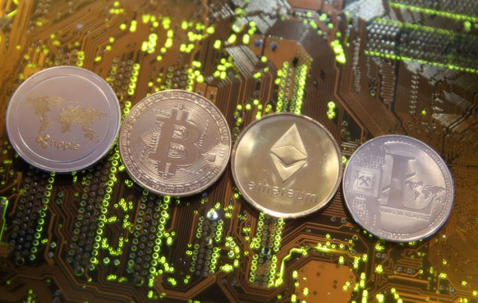 © Reuters. FILE PHOTO: Representations of the Ripple, Bitcoin, Etherum and Litecoin virtual currencies are seen on motherboard in this illustration picture