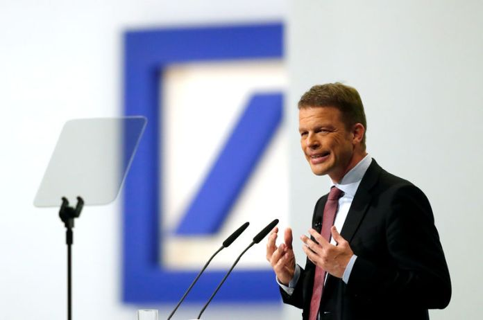 © Reuters. FILE PHOTO: Christian Sewing, CEO of Deutsche Bank