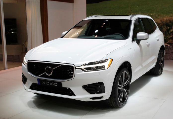 © Reuters. 2018 Volvo XC60 is displayed at the 2017 New York International Auto Show in New York