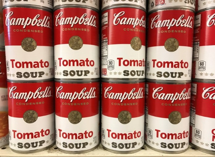 © Reuters. FILE PHOTO: Tins of Campbell's tomato soup are seen on a supermarket shelf in Seattle