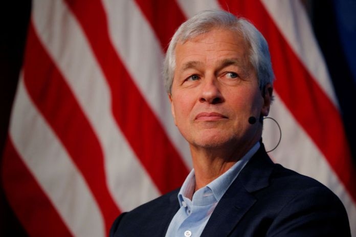© Reuters. FILE PHOTO: Dimon, CEO of JPMorgan Chase, takes part in a panel discussion about investing in Detroit at the Kennedy School of Government at Harvard University in Cambridge