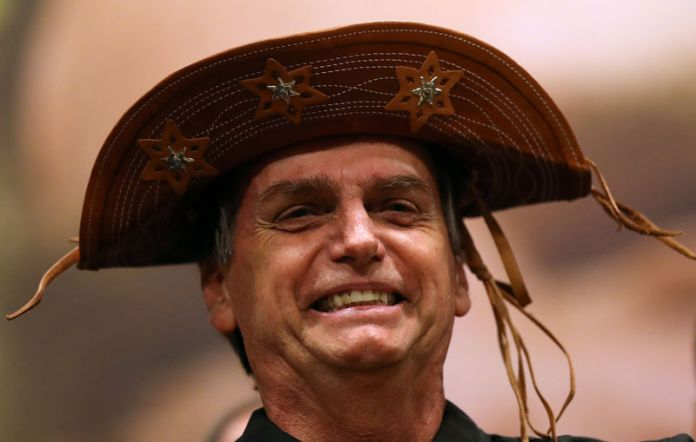 © Reuters. Presidential candidate Jair Bolsonaro is pictured during a news conference in Rio de Janeiro