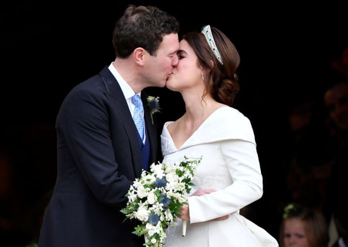 © Reuters. Princess Eugenie and Jack Brooksbank kiss after their wedding at St George's Chapel in Windsor Castle, Windsor