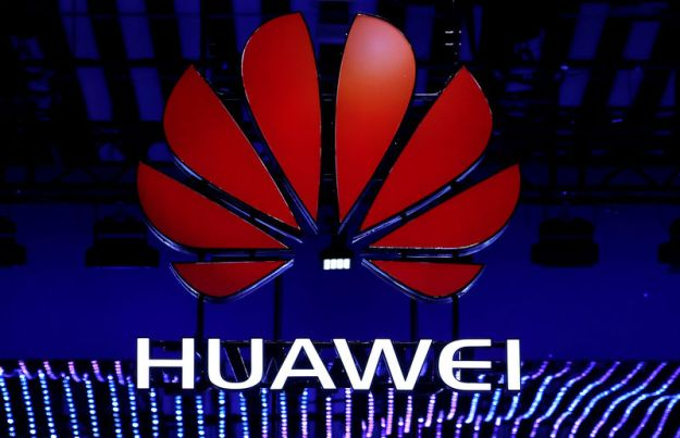 © Reuters. FILE PHOTO: The Huawei logo is seen during the Mobile World Congress in Barcelona