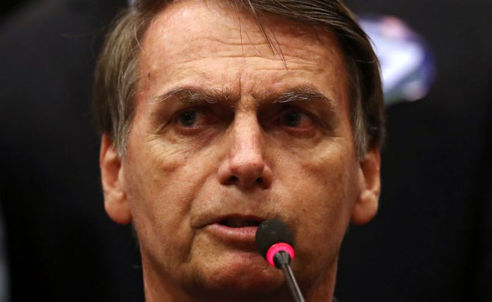 © Reuters. FILE PHOTO: Presidential candidate Jair Bolsonaro attends a news conference in Rio de Janeiro