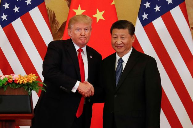 © Reuters. FILE PHOTO: U.S. President Donald Trump and China's President Xi Jinping shake hands after making joint statements at the Great Hall of the People in Beijing