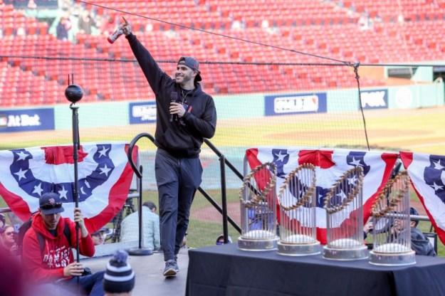 © Reuters. FILE PHOTO: MLB: Boston Red Sox-Championship Parade