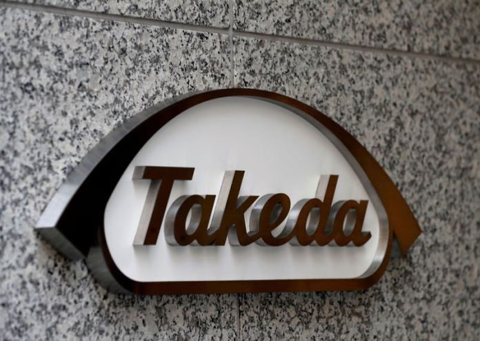 © Reuters. FILE PHOTO: Takeda Pharmaceutical Co's logo is seen at its new headquarters in Tokyo